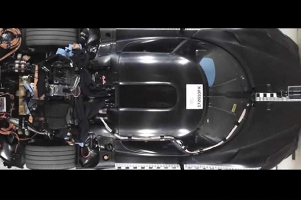 Video: mira un Koenigsegg de $2 millones ser destrozado en honor a la seguridad