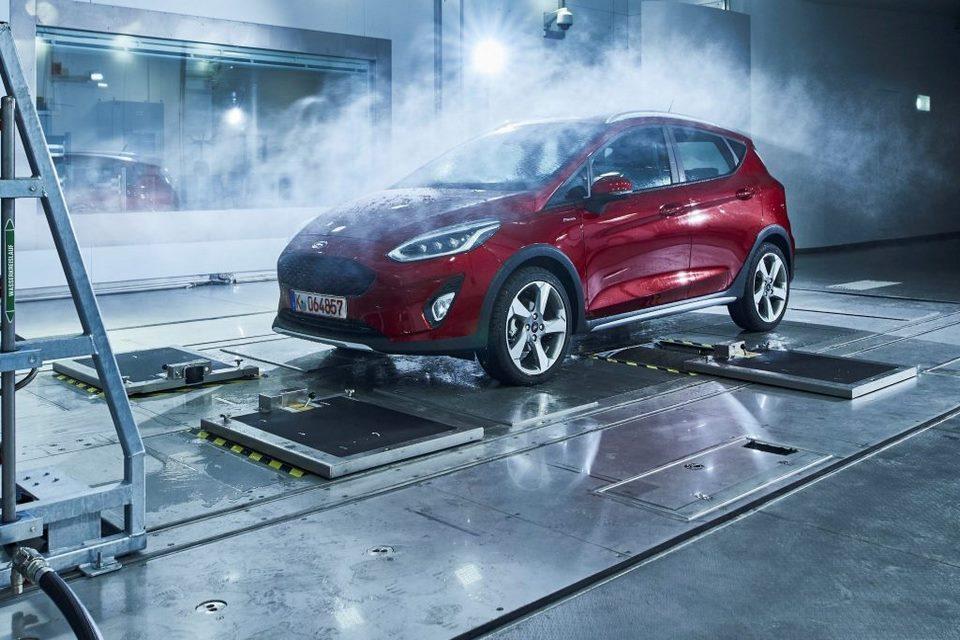 Ford tiene un centro de pruebas que crea clima artificial para probar sus autos