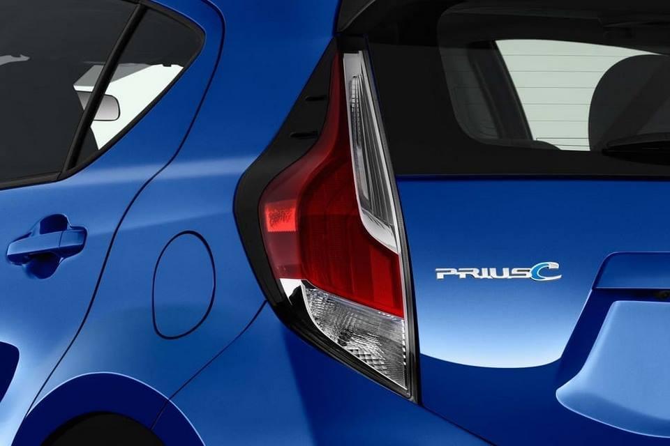 Toyota Prius C deja ver su nuevo look